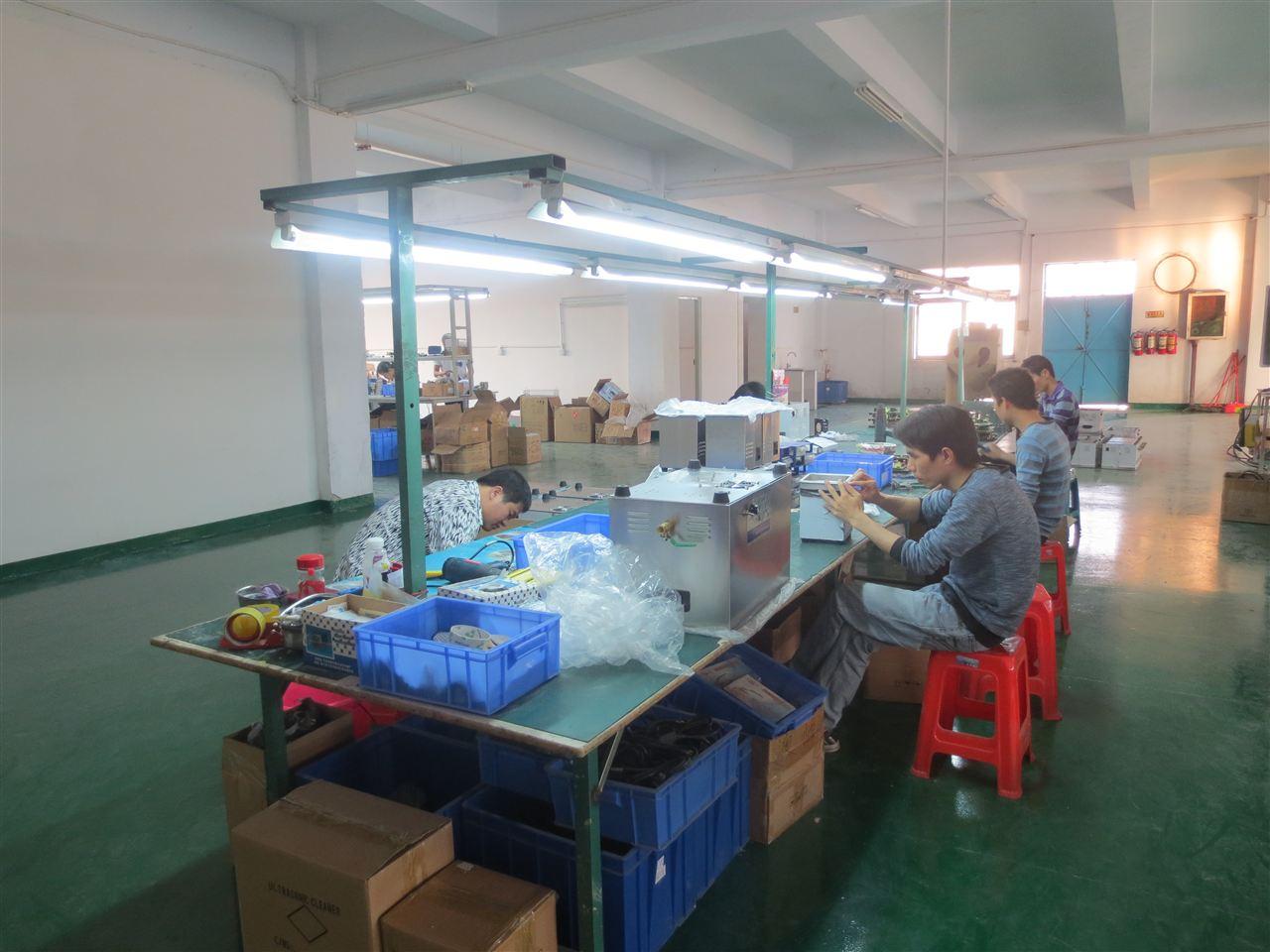 智能扫地机器人吸尘器进行研发,生产及销售综合性的高科技企业,专业