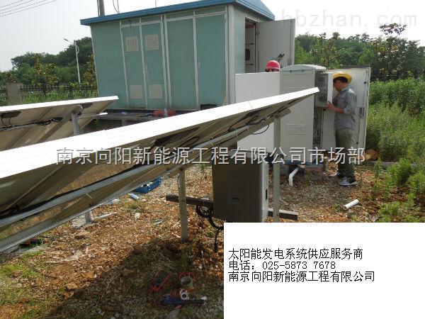 太阳能发电系统是一种清洁的可再生的新能源,越来越受到人们的青睐,在人们生活、工作中有广泛的作用,太阳能电池就是利用太阳能工作的。 太阳能发电系统是根据光生伏特效应原理,利用太阳能电池将太阳光能直接转化为电能。主要由太阳能电池板(组件)、控制器、蓄电池和逆变器等组成,它们主要由电子元器件构成,不涉及机械部件,所以,光伏发电设备极为精炼,可靠稳定寿命长、安装维护简便。理论上讲,光伏发电技术可以用于任何需要电源的场合,上至航天器,下至家用电源,大到兆瓦级电站,小到玩具,光伏电源无处不在。 光生伏特效应:假设光线